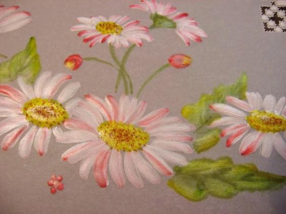 papírová krajka detail barevného malování