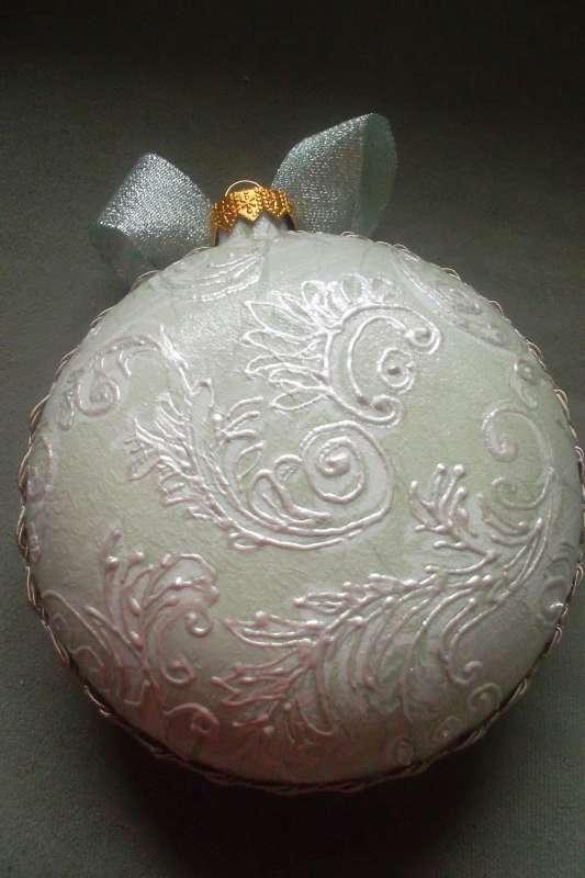 Zdobená vánoční koule