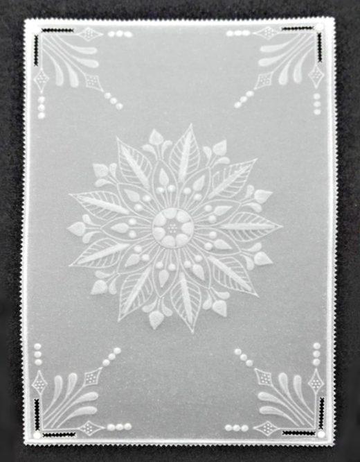 papírová krajka s mandalou