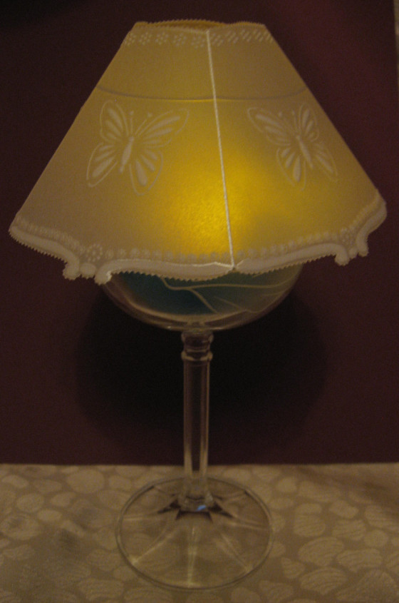 papírová krajka kryt na svícínek svítící